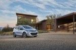 Chevrolet рассекретил электрический хэтчбек Bolt EV - фото 9