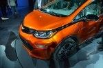 Chevrolet показал бюджетный электрокар Bolt - фото 12