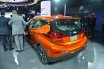 Chevrolet показал бюджетный электрокар Bolt - фото 7