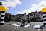 Британец создал переносной пешеходный переход - фото 3