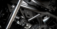 Suzuki показали мотоцикл SV650 Scrambler 2017 - фото 9