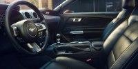 Без V6, но с экранами: как изменился Ford Mustang после рестайлинга - фото 7