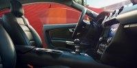 Без V6, но с экранами: как изменился Ford Mustang после рестайлинга - фото 8