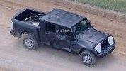 Jeep перенес премьеру пикапа Wrangler - фото 3