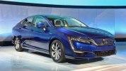 В Нью-Йорке представлены электрический и гибридный седаны Honda Clarity - фото 1
