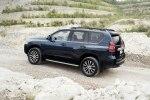 Toyota Land Cruiser Prado с новой внешностью: первые фотографии - фото 2