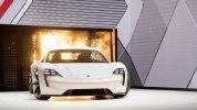 Серийный Porsche Mission E за $85 тыс. уже видели на дорогах общего пользования - фото 3