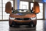BMW официально представила открытую модификацию гибридного споткара i8 - фото 13