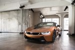 BMW официально представила открытую модификацию гибридного споткара i8 - фото 26