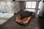 BMW официально представила открытую модификацию гибридного споткара i8 - фото 28