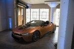 BMW официально представила открытую модификацию гибридного споткара i8 - фото 6