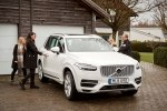 Volvo предоставит шведским семьям сотню беспилотных автомобилей - фото 18