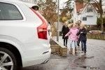 Volvo предоставит шведским семьям сотню беспилотных автомобилей - фото 24