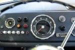 Ретро-микроавтобус Mercedes-Benz O 319 продают за $200 000 - фото 3