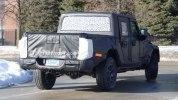 Новый пикап Jeep Scrambler выехал на тесты - фото 4