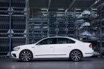 Спортивный седан: VW представил серийный Passat GT - фото 7