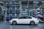 Спортивный седан: VW представил серийный Passat GT - фото 20