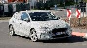 Заряженный Ford Focus четвертого поколения засекли на тестах - фото 6