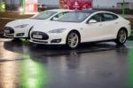 Tesla Model S. Смартфон на колесах