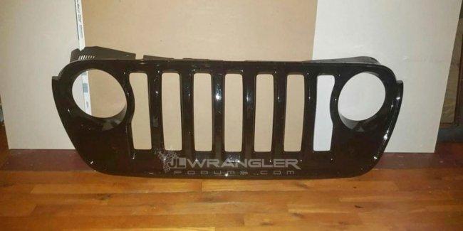 В сети рассекретили решётку радиатора нового Jeep Wrangler