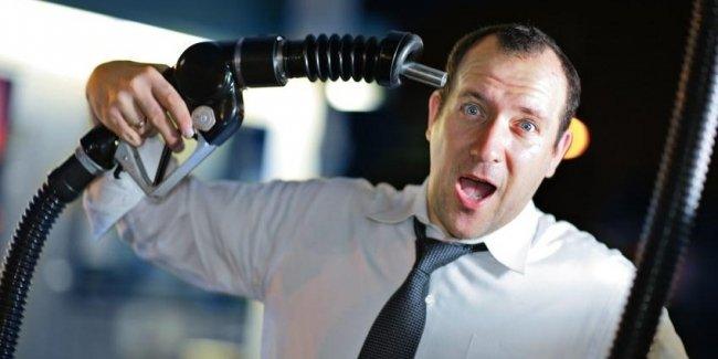 Бензин в Украине дешевый, но самый недоступный для населения