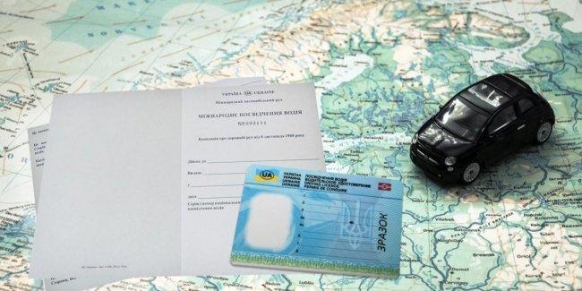 В Украине начали выдавать международные водительские права