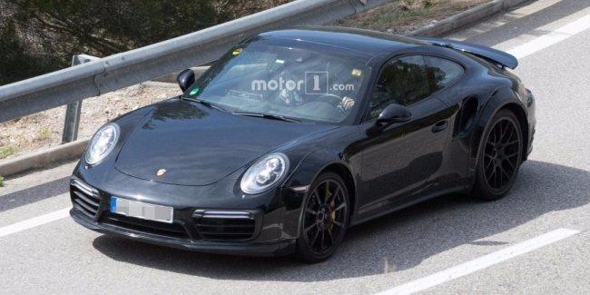 Следующее поколение Porsche 911 Turbo впервые попало в объективы фотокамер