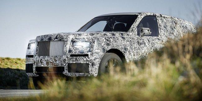Внедорожник Rolls-Royce Cullinan попал в объективы видеокамер