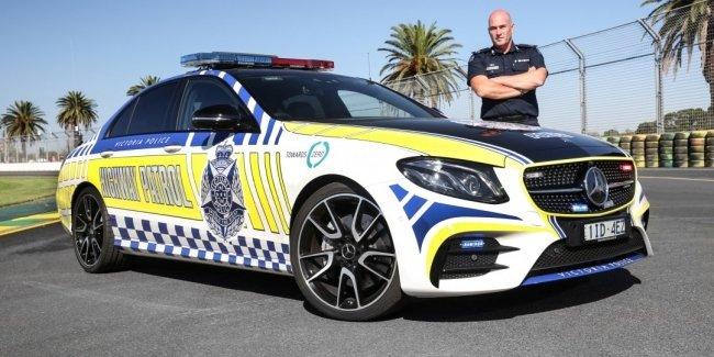 «Заряженный» седан Mercedes-AMG E43 поступил на службу в австралийскую полицию