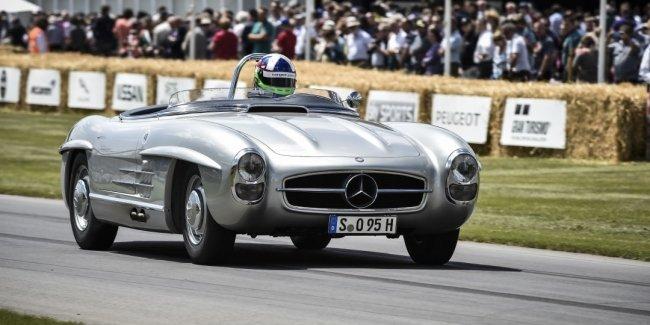 Mercedes-Benz отмечает 60-летие родстера 300 SL