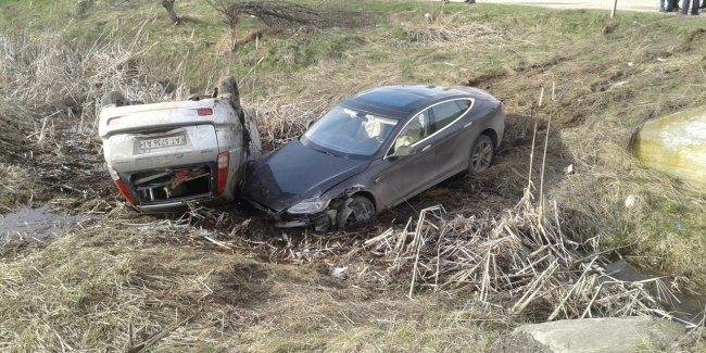 В Украине разбили еще одну Tesla Model S