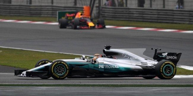 Formula-1: Хэмилтон выиграл Гран-при Китая, Квят не добрался до финиша