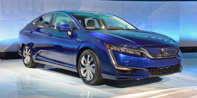 В Нью-Йорке представлены электрический и гибридный седаны Honda Clarity