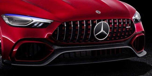 Mercedes-Benz показал предвестника компактного седана на официальном видео