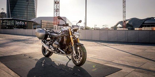 BMW показала новый мотоцикл R1200R Black Edition