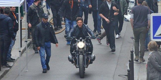 Том Круз в Париже на мотоцикле BMW – съемки «Миссия невыполнима 6»