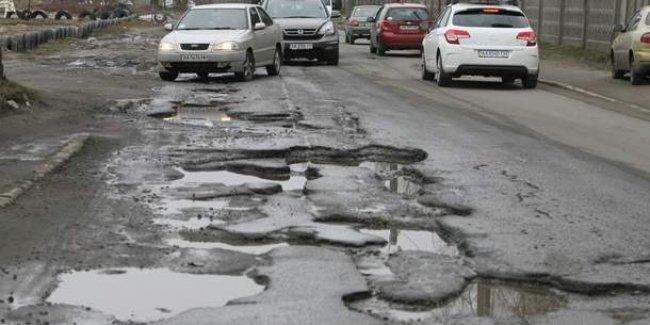 Украина попала в десятку стран с худшими дорогами в мире