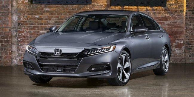 Honda представила новый Accord с очень покатой крышей