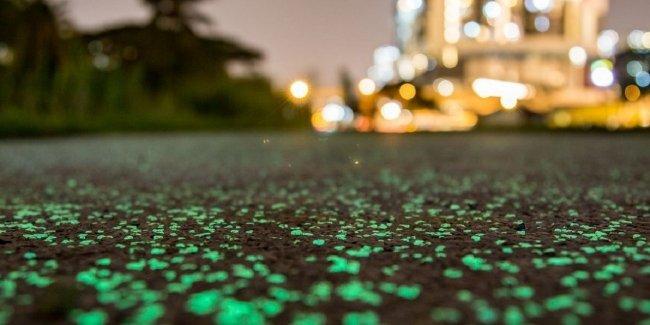 В Сингапуре появилась дорога, светящаяся в ночное время