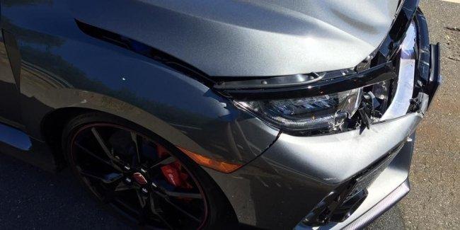 Только выехала из салона: новенькую Honda Civic Type R разбили вдребезги