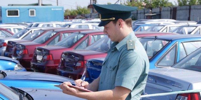 Стало понятно, как ГФС планирует наказывать пользователей авто на иностранных номерах. Авторынок ждет жаркая осень