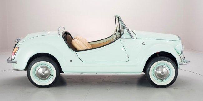 На продажу выставлен крошечный и очень редкий родстер Fiat