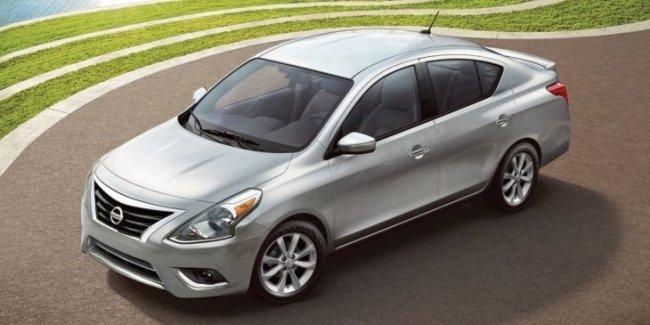 Nissan выводит на рынок модернизированный седан Versa