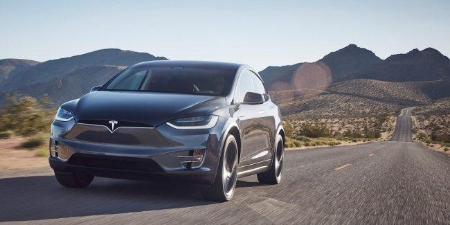 Электрокарам Tesla увеличили запас хода из-за урагана «Ирма»