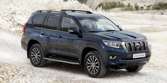 Toyota Land Cruiser Prado с новой внешностью: первые фотографии