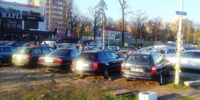 В Администрации Президента высказались о легализации нерастаможенных авто