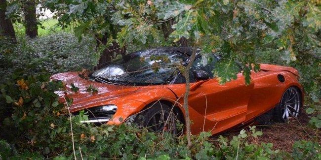 В ДТП разбит новейший суперкар McLaren 720S