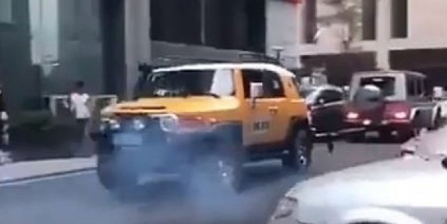 Битва титанов: Mercedes Gelandewagen померялся силами с Toyota FJ Cruiser