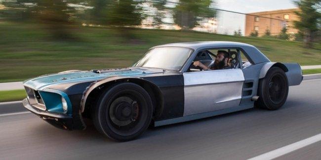 Построен очень низкий хот-род Mustang с двигателем от «Корвета»