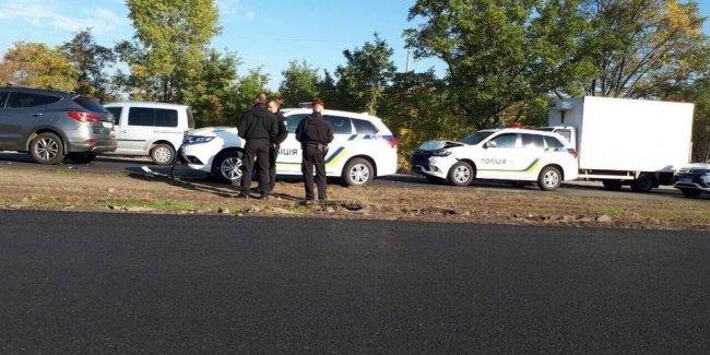 Сразу два патрульных кроссовера Mitsubishi Outlander попали в ДТП